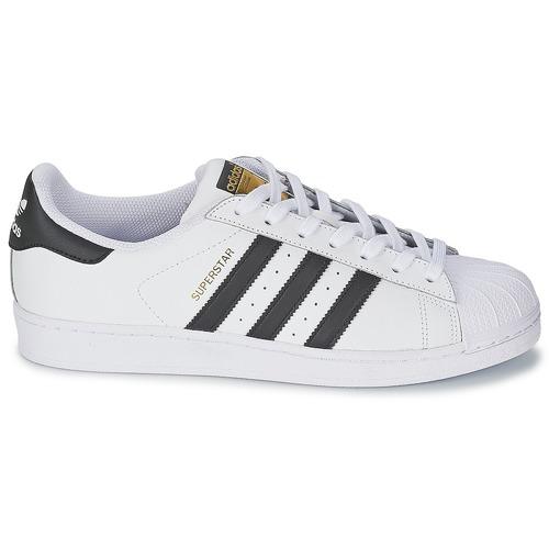 Adidas superstar sneakers in de kleur wit. de stijlvolle sneakers zijn gemaakt van hoogwaardig leer en zijn ...